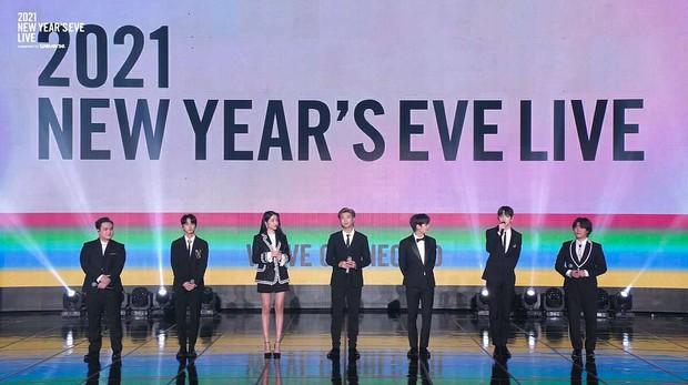 Hội leader nhà Big Hit chung sân khấu nhưng Knet chỉ soi chiều cao, Sowon (GFRIEND) đứng cạnh RM (BTS) mà sốc - Ảnh 3.