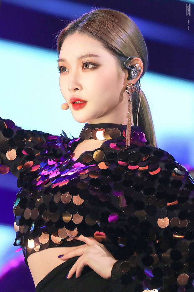 Chuyên gia chọn top 3 nữ dancer trong giới idol: Momo (TWICE) được khen hết lời, Lisa (BLACKPINK) ra chuồng gà dù nhảy giỏi - Ảnh 11.