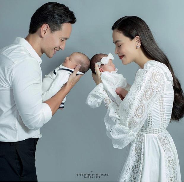 Bức ảnh gia đình hot nhất đầu năm: Gia đình Hà Hồ - Kim Lý lần đầu du lịch 4 người, nhan sắc cả nhà gây sốt - Ảnh 4.