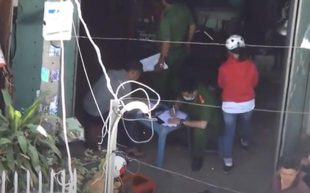 Tá hỏa phát hiện người đàn ông tử vong trong xưởng sửa chữa ở Sài Gòn - Ảnh 1.