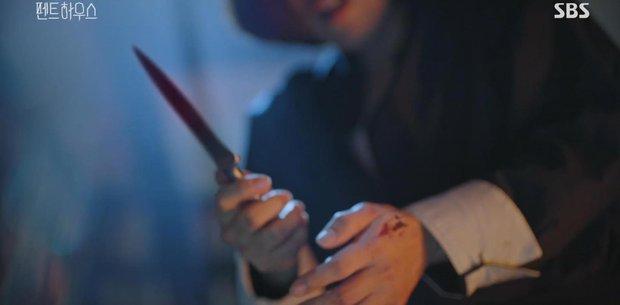 SỐC: Bà cả Penthouse bị tiểu tam một dao đâm chết ngay tập kế cuối, chuyện quái gì đang xảy ra vậy? - Ảnh 2.