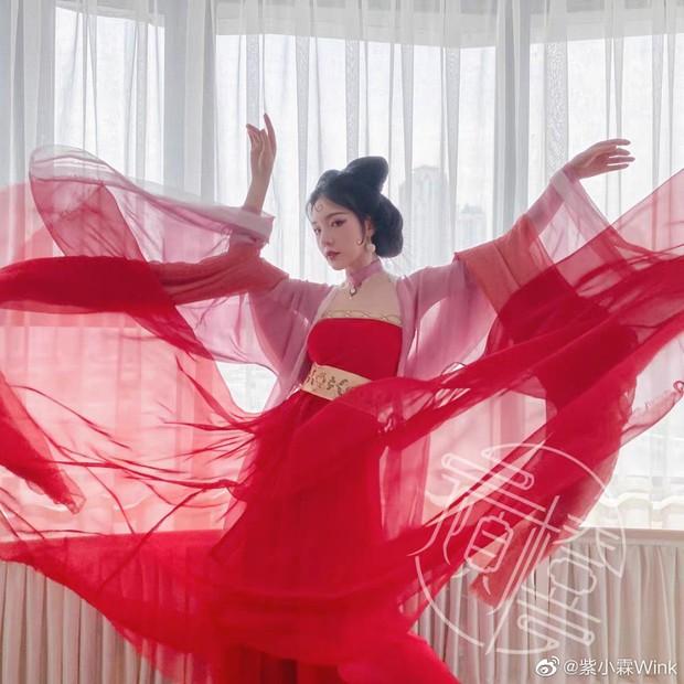 Top 10 hot girl khuấy đảo TikTok Trung Quốc: Dàn mỹ nhân xuyên không mang vẻ đẹp thiên thần, thánh hất tóc chưa phải là nhất - Ảnh 9.