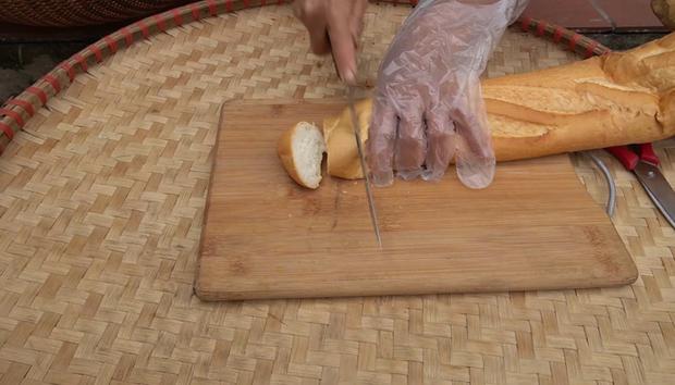Bà Tân làm bánh mì ngào đường nhưng ra lò y hệt mẹt bún đậu thiếu mỗi chén mắm tôm, các cháu ăn ngon đến nỗi rụng cả tóc! - Ảnh 2.