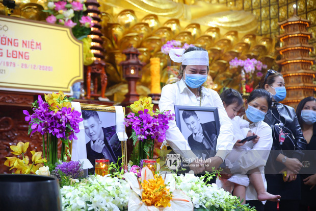 Phỏng vấn nóng vợ cố NS Vân Quang Long về bố mẹ chồng và chuyện hôn nhân: Tôi buồn và khóc nhiều khi xem clip - Ảnh 3.