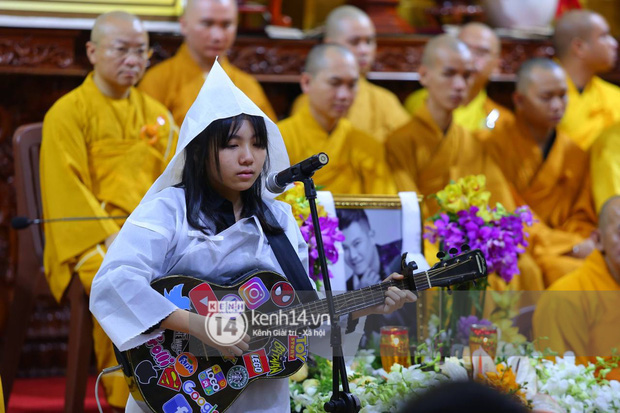 Clip tiếng hát con gái Vân Quang Long vang lên trong tang lễ ở Mỹ và lời tiễn biệt khiến dàn sao bật khóc nức nở - Ảnh 6.