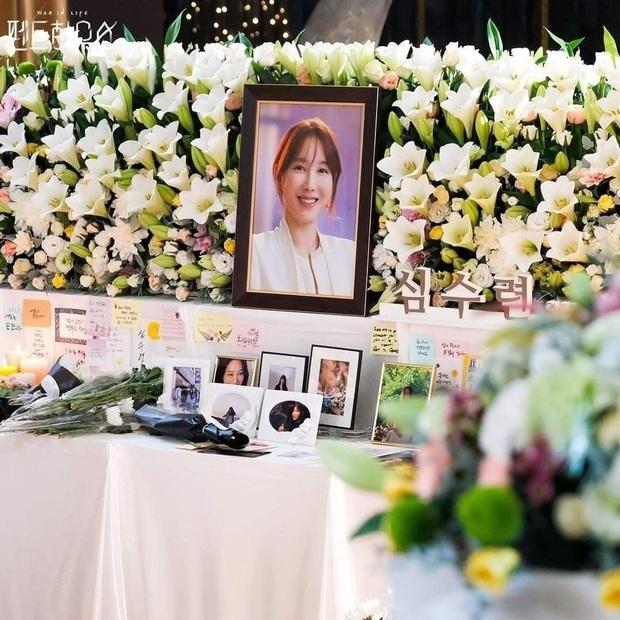 Trước giờ G TẬP CUỐI PENTHOUSE, SBS tung ảnh đám tang bà cả khiến fan xỉu dọc xỉu ngang - Ảnh 1.