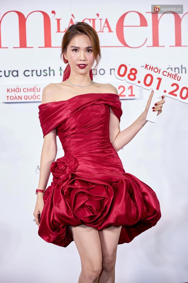 Ngọc Trinh diện đầm đỏ nổi hú hồn, át vía nam chính Ngô Kiến Huy ở họp báo công chiếu Em Là Của Em - Ảnh 6.