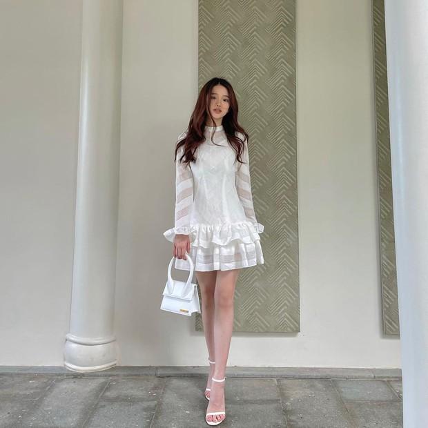 Instagram look của sao Việt: Phanh Lee khoe body nóng bỏng, Hải Tú xinh xắn, riêng Lan Ngọc hơi dừ và sến - Ảnh 10.