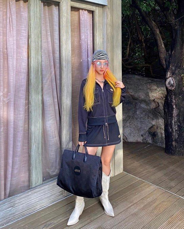 Instagram look của sao Việt: Phanh Lee khoe body nóng bỏng, Hải Tú xinh xắn, riêng Lan Ngọc hơi dừ và sến - Ảnh 2.