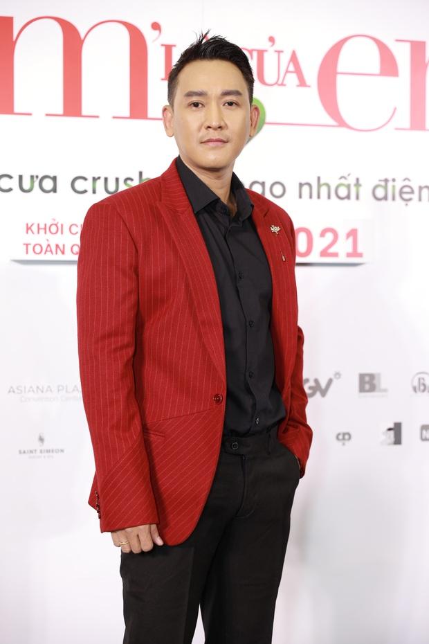 Ngọc Trinh diện đầm đỏ nổi hú hồn, át vía nam chính Ngô Kiến Huy ở họp báo công chiếu Em Là Của Em - Ảnh 4.