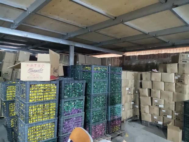 Hà Nội: Cận cảnh 3 tấn bánh quy nước ngoài hết hạn đang được phù phép để tung ra thị trường - Ảnh 4.
