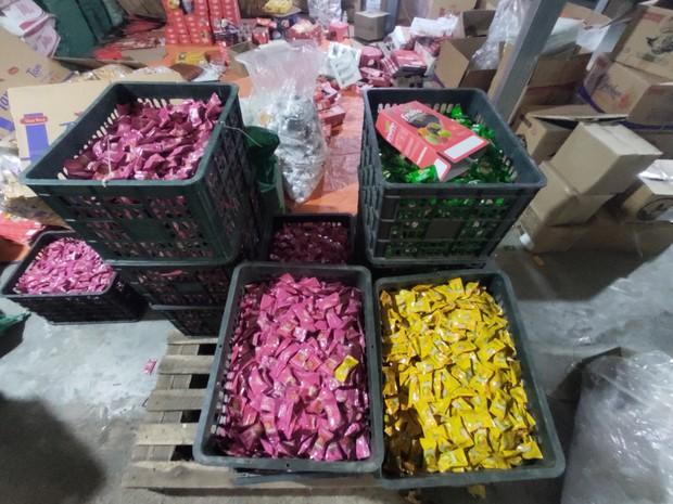 Hà Nội: Cận cảnh 3 tấn bánh quy nước ngoài hết hạn đang được phù phép để tung ra thị trường - Ảnh 8.