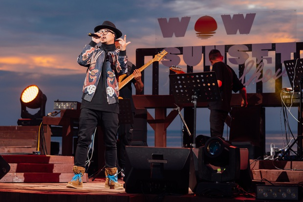 Hà Trần - Uyên Linh đọ giọng ép phê tại mini show đón hoàng hôn trên bãi biển, Hà Lê hát nhạc Trịnh nhưng vẫn giữ tinh thần Underground - Ảnh 7.