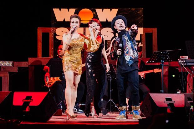 Hà Trần - Uyên Linh đọ giọng ép phê tại mini show đón hoàng hôn trên bãi biển, Hà Lê hát nhạc Trịnh nhưng vẫn giữ tinh thần Underground - Ảnh 12.