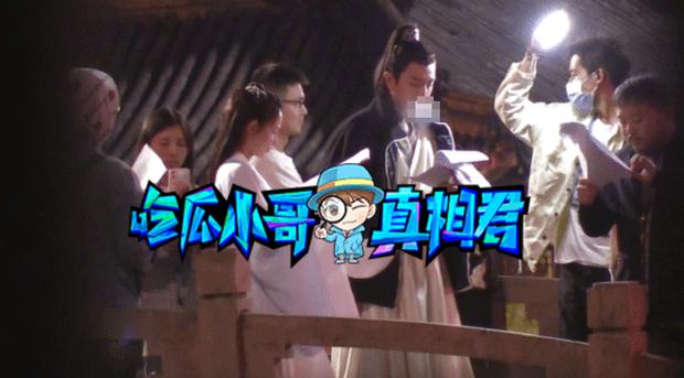 Hết Kim Hạn, Bành Tiểu Nhiễm tiếp tục hứng khói thuốc từ Phùng Thiệu Phong khi quay cảnh tình tứ ở phim mới - Ảnh 6.