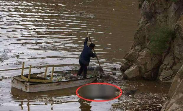 Nghề vớt xác trên sông kỳ bí bậc nhất Trung Quốc: Những điều cấm kỵ và công việc chạy giữa 2 bờ sinh - tử mà không phải ai cũng thấu hiểu - Ảnh 1.