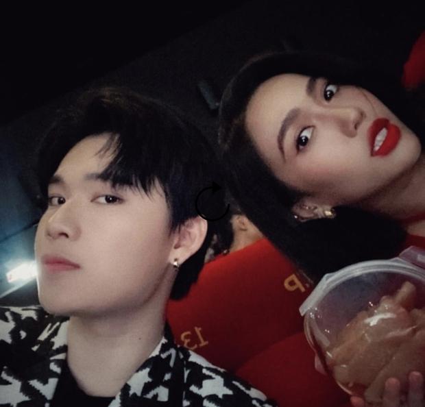 """Quang Trung đăng story """"bóc phốt"""" dáng ngồi kém duyên của Diệu Nhi khi dự sự kiện, netizen """"khẩu chiến"""" dữ dội vì 1 chi tiết? - Ảnh 6."""