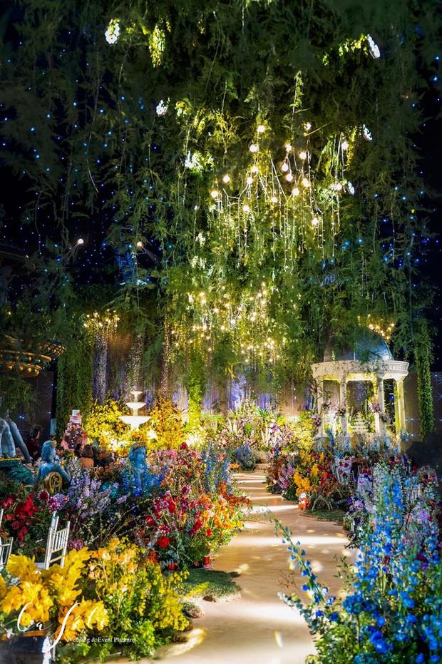 Mãn nhãn với đám cưới Vườn địa đàng concept truyện cổ tích Pháp, hơn 80 loài hoa trải dài lộng lẫy đến từng chi tiết - Ảnh 1.