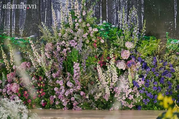 Mãn nhãn với đám cưới Vườn địa đàng concept truyện cổ tích Pháp, hơn 80 loài hoa trải dài lộng lẫy đến từng chi tiết - Ảnh 2.