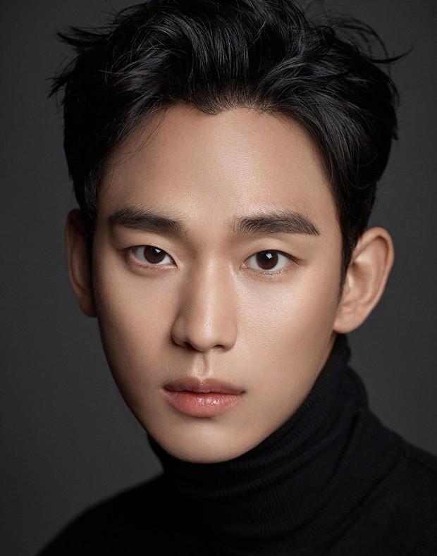 Kim Soo Hyun bất đắc dĩ làm sát nhân cùng Ngưu ca Hoa Du Ký Cha Seung Won ở phim mới - Ảnh 2.