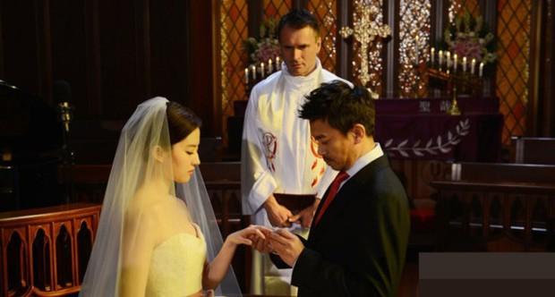 Rầm rộ tin Hồ Ca - Lưu Diệc Phi bí mật đi đăng ký kết hôn ở Thượng Hải, dân tình nháo nhác vì ảnh cưới - Ảnh 7.