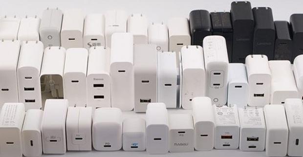 Bỏ củ sạc chẳng bảo vệ được môi trường, tại sao cả Apple và Xiaomi đều tuyên bố như vậy, chỉ có Motorola là thật thà? - Ảnh 3.