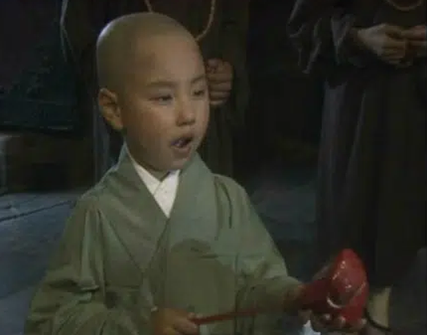 Cậu bé đóng vai Đường Tăng trong Tây Du Ký 1986: Nhan sắc tụt dốc không phanh nhưng học cực giỏi, sự nghiệp hiện tại mới đáng nể - Ảnh 1.
