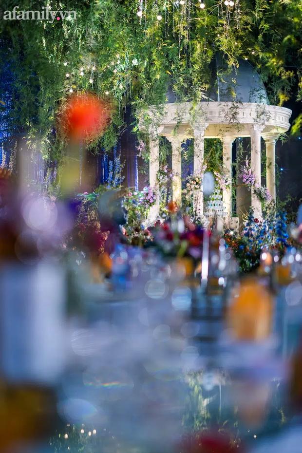 Mãn nhãn với đám cưới Vườn địa đàng concept truyện cổ tích Pháp, hơn 80 loài hoa trải dài lộng lẫy đến từng chi tiết - Ảnh 3.