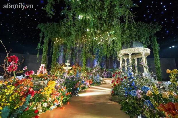 Mãn nhãn với đám cưới Vườn địa đàng concept truyện cổ tích Pháp, hơn 80 loài hoa trải dài lộng lẫy đến từng chi tiết - Ảnh 5.