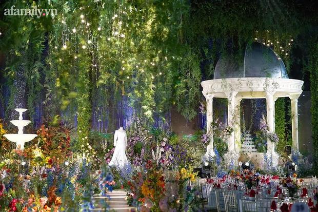 Mãn nhãn với đám cưới Vườn địa đàng concept truyện cổ tích Pháp, hơn 80 loài hoa trải dài lộng lẫy đến từng chi tiết - Ảnh 7.