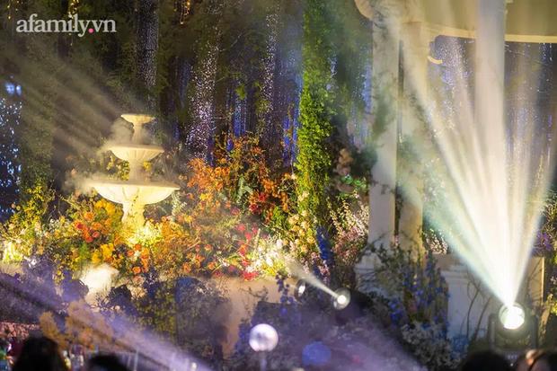Mãn nhãn với đám cưới Vườn địa đàng concept truyện cổ tích Pháp, hơn 80 loài hoa trải dài lộng lẫy đến từng chi tiết - Ảnh 8.