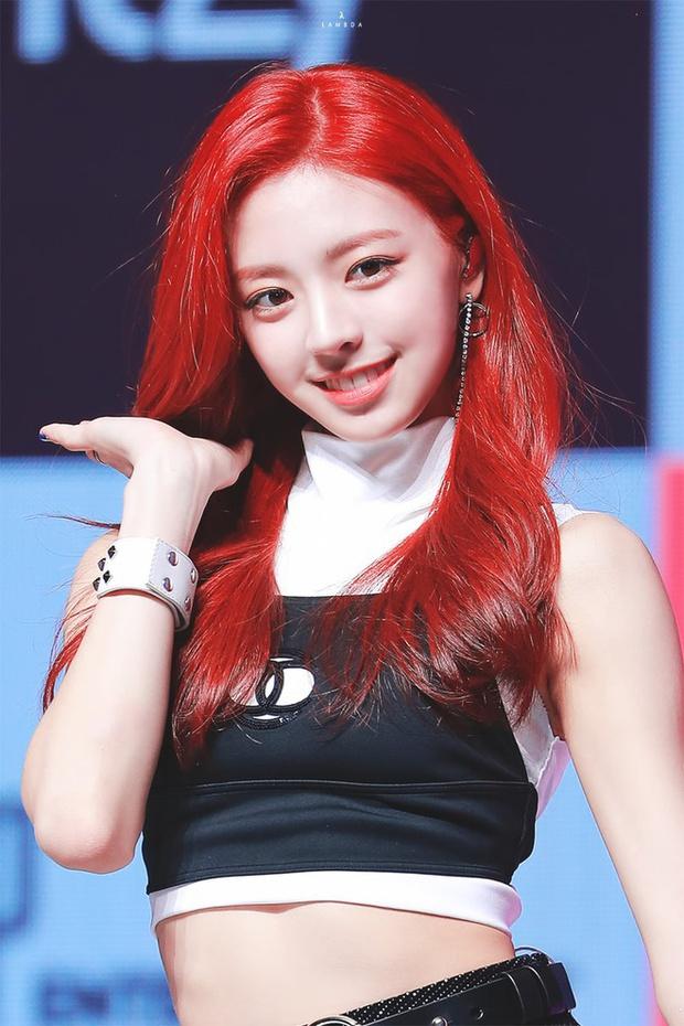 Nữ thần GenZ nhà JYP vẫn xinh như xưa hay đã xuống sắc trầm trọng? Chủ đề tưởng bình thường bỗng gây tranh cãi nảy lửa trên MXH - Ảnh 2.