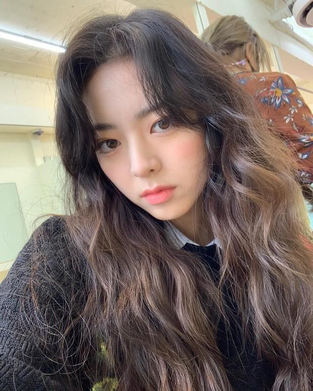 Nữ thần GenZ nhà JYP vẫn xinh như xưa hay đã xuống sắc trầm trọng? Chủ đề tưởng bình thường bỗng gây tranh cãi nảy lửa trên MXH - Ảnh 7.