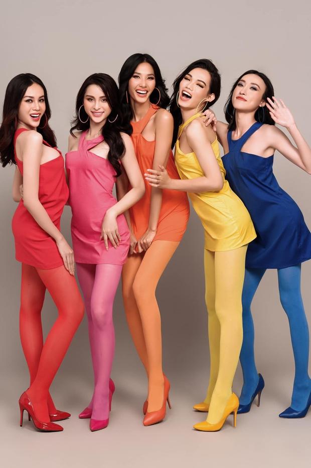 Team Hoàng Thùy khoe hình cười không hề giả trân, netizen nói giống phim hoạt hình - Ảnh 2.