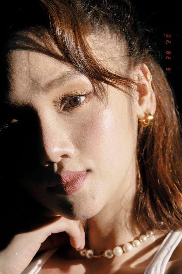 Miu Lê khoe loạt ảnh cận mặt nét căng nhưng khiến netizen hốt hoảng bởi lỗi làm đẹp chết người thường gặp của chị em - Ảnh 3.