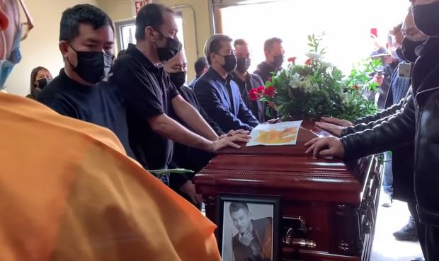 Hé lộ hình ảnh nơi an nghỉ cuối cùng của cố ca sĩ Vân Quang Long tại Việt Nam - Ảnh 4.