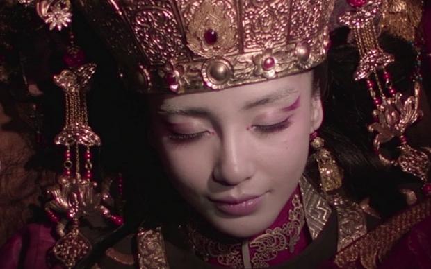 Đám cưới âm dương cách biệt rùng rợn nhất Trung Quốc: Chuyện về những cô dâu ma đáng thương bị người thân tận dụng triệt để trong lễ âm hôn - Ảnh 2.