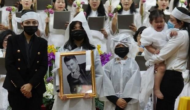Hé lộ hình ảnh nơi an nghỉ cuối cùng của cố ca sĩ Vân Quang Long tại Việt Nam - Ảnh 6.