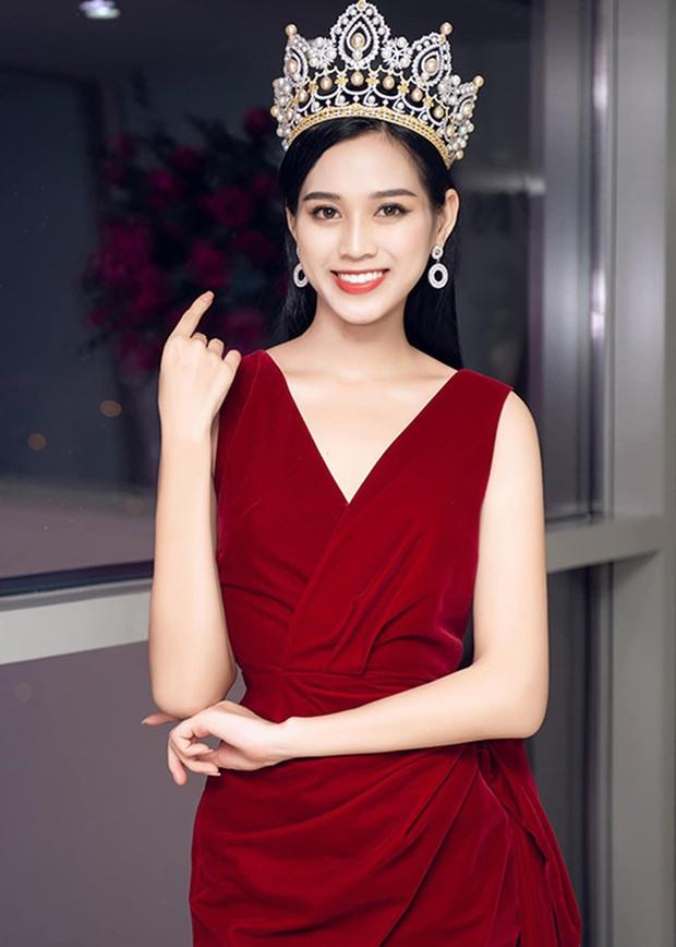 Clip soi cận nhan sắc của Hoa hậu Đỗ Thị Hà qua camera thường ở sự kiện: Không có 7749 app chỉnh, có còn lung linh? - Ảnh 6.