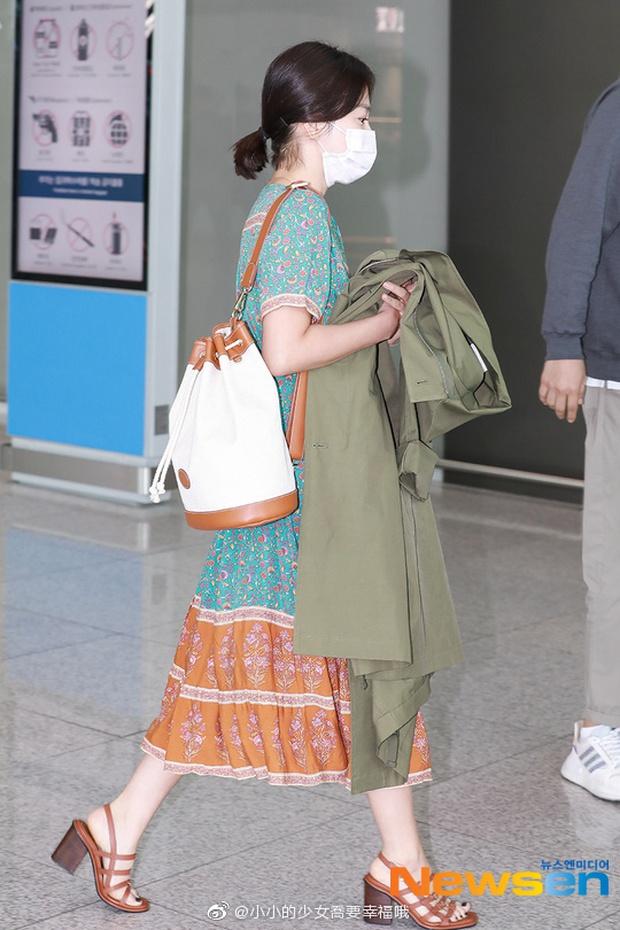Son Ye Jin hạ đo ván Song Hye Kyo về style sân bay: Người biến sân bay thành sàn diễn, người mãi ăn vận xuề xòa cẩu thả - Ảnh 10.