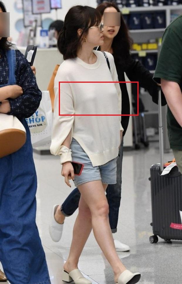 Son Ye Jin hạ đo ván Song Hye Kyo về style sân bay: Người biến sân bay thành sàn diễn, người mãi ăn vận xuề xòa cẩu thả - Ảnh 11.
