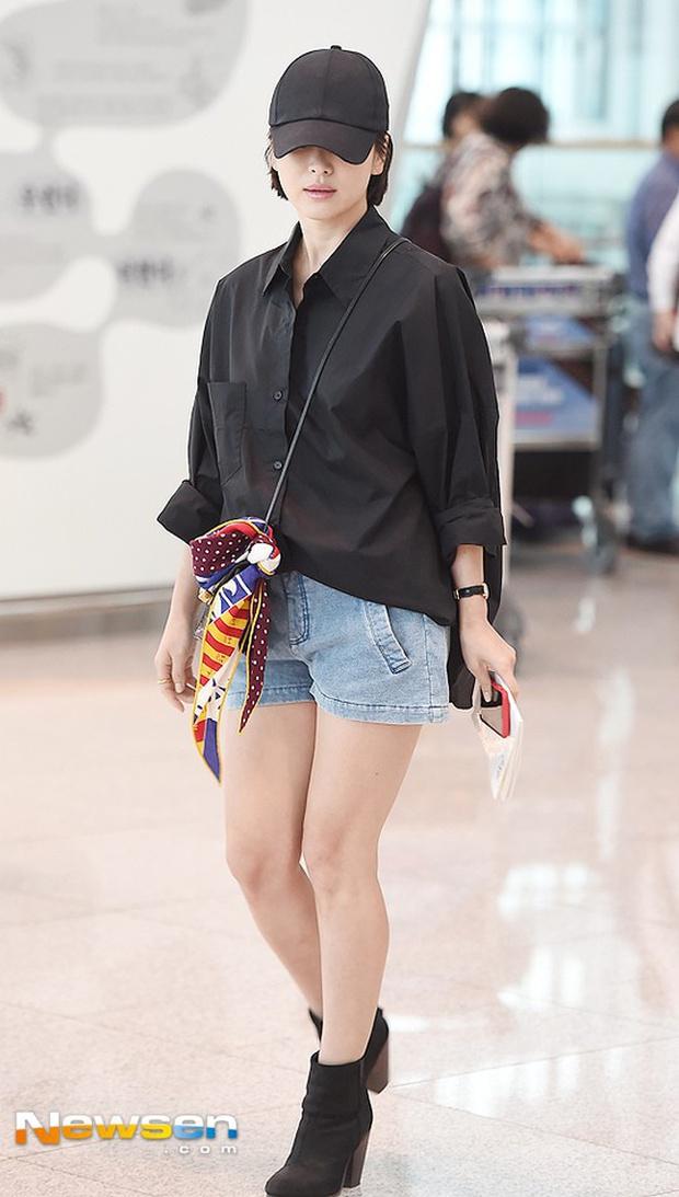 Son Ye Jin hạ đo ván Song Hye Kyo về style sân bay: Người biến sân bay thành sàn diễn, người mãi ăn vận xuề xòa cẩu thả - Ảnh 12.