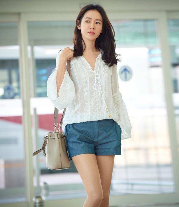 Son Ye Jin hạ đo ván Song Hye Kyo về style sân bay: Người biến sân bay thành sàn diễn, người mãi ăn vận xuề xòa cẩu thả - Ảnh 4.