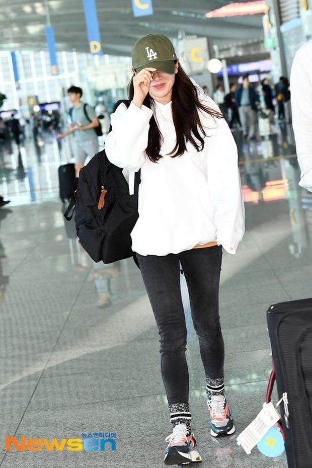Son Ye Jin hạ đo ván Song Hye Kyo về style sân bay: Người biến sân bay thành sàn diễn, người mãi ăn vận xuề xòa cẩu thả - Ảnh 6.