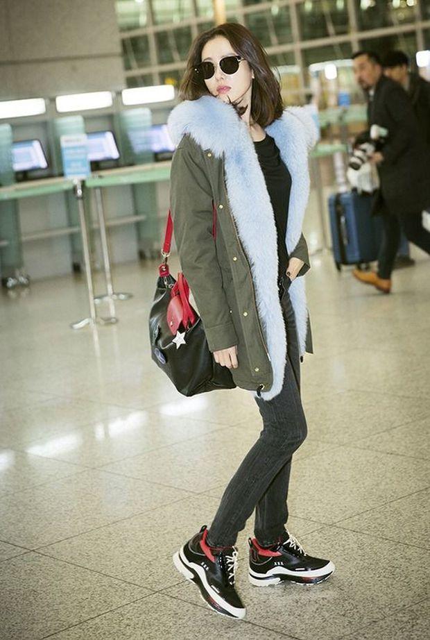 Son Ye Jin hạ đo ván Song Hye Kyo về style sân bay: Người biến sân bay thành sàn diễn, người mãi ăn vận xuề xòa cẩu thả - Ảnh 7.