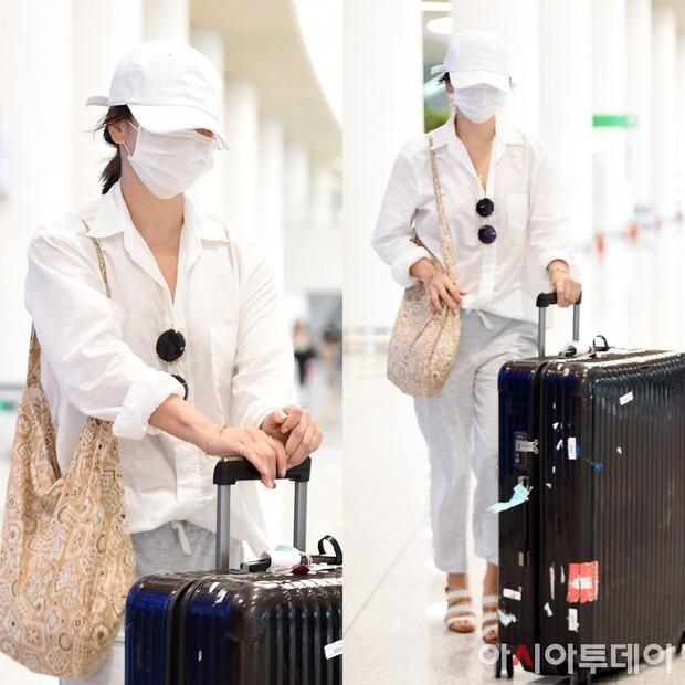Son Ye Jin hạ đo ván Song Hye Kyo về style sân bay: Người biến sân bay thành sàn diễn, người mãi ăn vận xuề xòa cẩu thả - Ảnh 9.