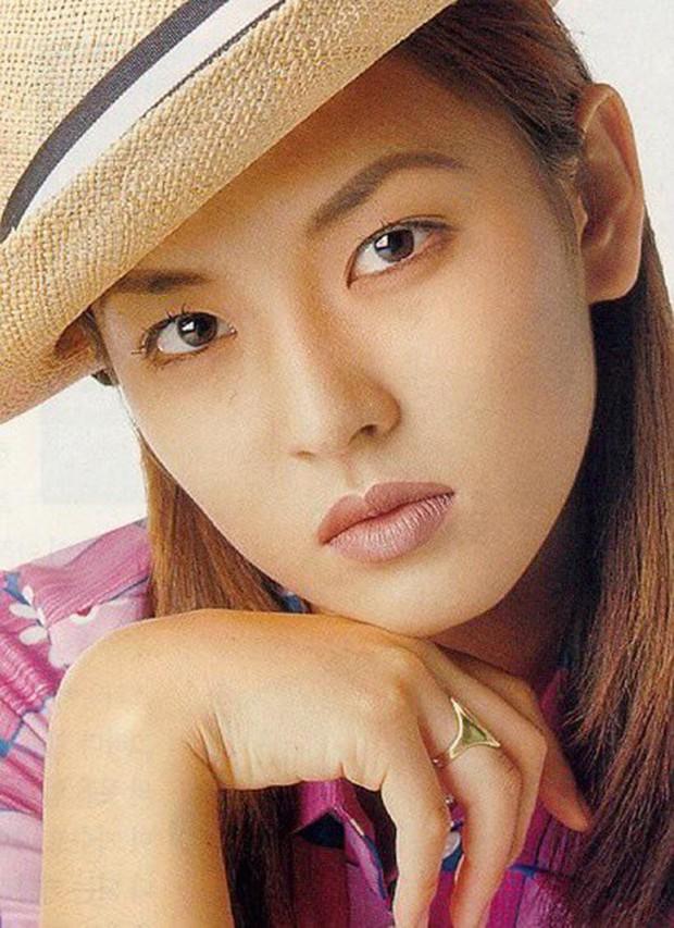 Cô giáo mưu mô Penthouse Kim So Yeon: Sao nhí gây tranh cãi thành ác nữ đẹp nhất xứ Hàn, hở bạo đến mức đi vào lịch sử Kbiz - Ảnh 3.