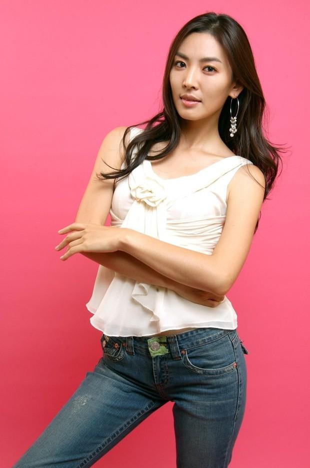 Cô giáo mưu mô Penthouse Kim So Yeon: Sao nhí gây tranh cãi thành ác nữ đẹp nhất xứ Hàn, hở bạo đến mức đi vào lịch sử Kbiz - Ảnh 5.