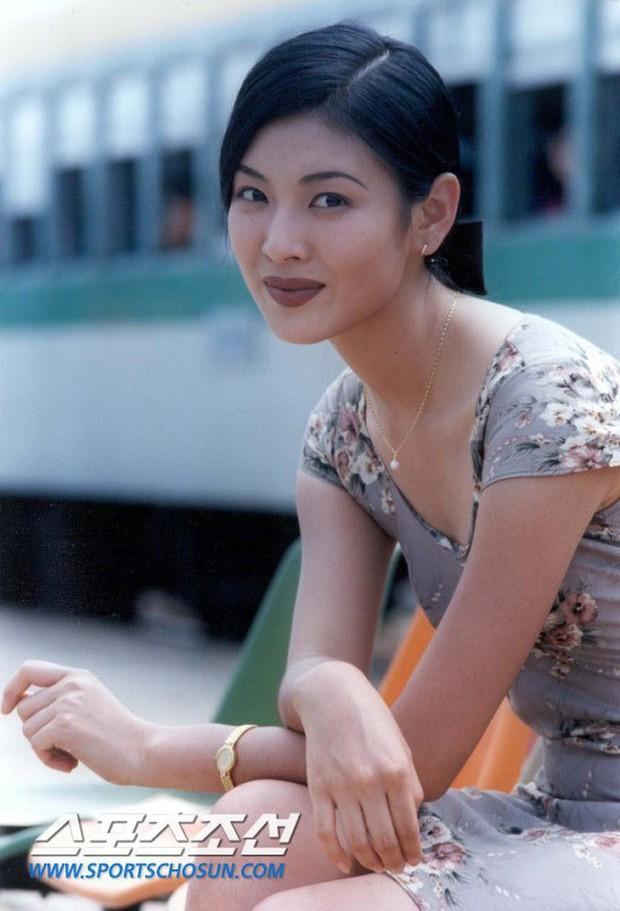 Cô giáo mưu mô Penthouse Kim So Yeon: Sao nhí gây tranh cãi thành ác nữ đẹp nhất xứ Hàn, hở bạo đến mức đi vào lịch sử Kbiz - Ảnh 4.