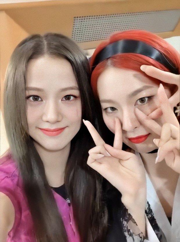 Rosé - Jennie (BLACKPINK) khoe ảnh tuyết rơi nặng hạt gây sốt ở Hàn, fan phát hiện hint hẹn hò với 1 idol nhà SM? - Ảnh 6.